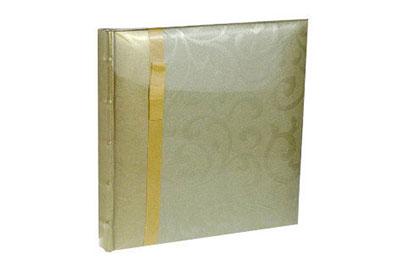 1. Kisméretű, arany színű, szalagos, 24x24cm, 20 lap / 40 oldal
