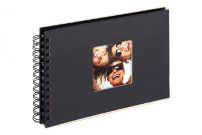 26. Kisméretű, spirálos, fekete színű, ablakos, 23x17cm, 40 <b>fekete</b> lap / 80 <b>fekete</b> oldal