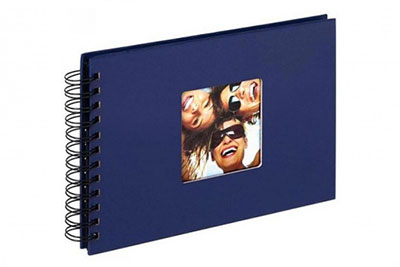 27. Kisméretű, spirálos, kék színű, ablakos, 23x17cm, 40 <b>fekete</b> lap / 80 <b>fekete</b> oldal
