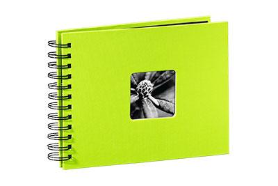 38. Kisméretű, spirálos, kivizöld színű, ablakos, 24x17cm, 25 <b>fekete</b> lap / 50 <b>fekete</b> oldal