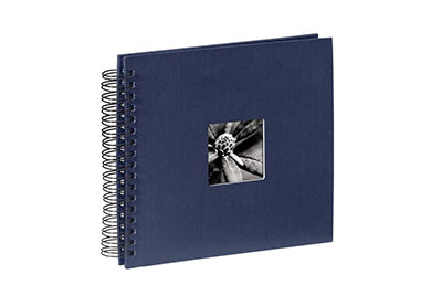 39. Közepes méretű, spirálos, kék színű, ablakos, 28x24cm, 25 <b>fekete</b> lap / 50 <b>fekete</b> oldal
