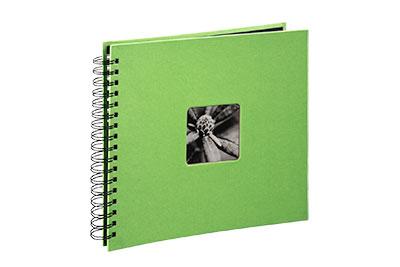 40. Közepes méretű, spirálos, lime zöld színű, ablakos, 28x24cm, 25 <b>fekete</b> lap / 50 <b>fekete</b> oldal