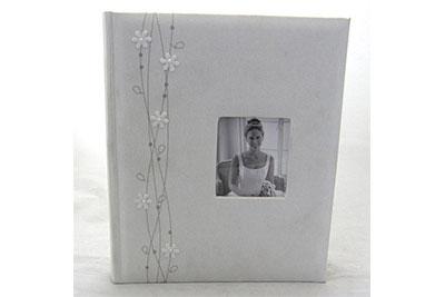 6. Közepes méretű, fehér színű, ablakos, virág rátétes, 29x24cm, 30 lap / 60 oldal